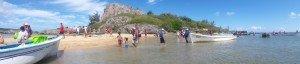 Accostage festif à l'îlot Hermitage en début d'année
